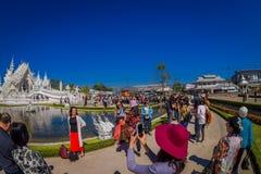 清莱,泰国- 2018年2月01日:走室外观点的未认出的人民参观美丽华丽 库存图片