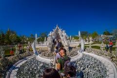 清莱,泰国- 2018年2月01日:走室外观点的未认出的人民参观美丽华丽 库存照片