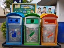 清莱,泰国- 11月25 :在另外col的三容器 库存图片