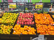 清莱,泰国- 10月28 :在supe的新鲜的有机果子 免版税库存图片
