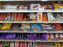 清莱,泰国- 11月25 :巧克力s各种各样的品牌  免版税库存图片