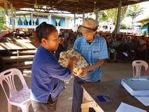 清莱,泰国- 12月19 :未认出的亚裔官员 库存照片