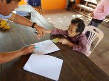 清莱,泰国- 12月19 :未认出的亚洲老woma 库存图片