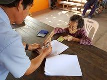 清莱,泰国- 12月19 :未认出的亚洲老woma 免版税库存照片