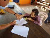 清莱,泰国- 12月19 :未认出的亚洲老woma 免版税图库摄影