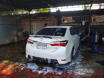 清莱,泰国- 11月25 :未认出的人工作者洗涤 免版税库存图片