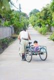 清莱,泰国- 11月5 :未认出的残疾亚洲人 库存图片