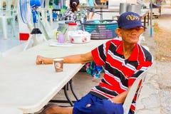 清莱,泰国- 3月20 :未认出的老亚洲麻疯病 库存照片