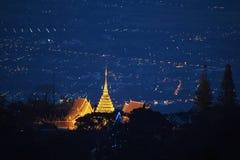 清迈夜从土井素贴,泰国的光风景 免版税库存图片