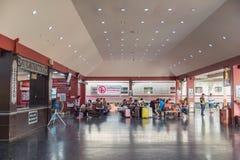清迈泰国- 2017年7月04日:人等待火车a 免版税库存照片