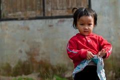 清迈泰国- 10月23日:未认出的孩子吃系统网络体系 库存照片