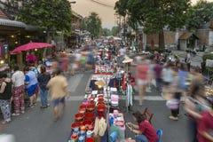 清迈走的街市 免版税库存图片