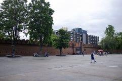 清迈,泰国门和城市墙壁  库存图片