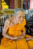 清迈,泰国, 2018年3月06日:和尚蜡雕象惊人的看法寺庙的 库存图片