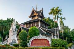 清迈,泰国- 2017年12月4日:佛教原稿图书馆和博物馆看法Wat的Chedi Luang,著名历史tem 免版税库存照片