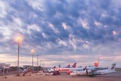 清迈,泰国- 2017年10月22日:在池氏停放的飞机 库存图片