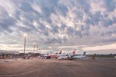 清迈,泰国- 2017年10月22日:飞机在清迈国际机场停放了在早晨 库存图片