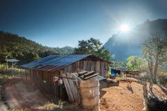 清迈,泰国- 2010年1月10日:在太阳后的山 免版税库存图片