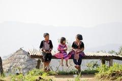清迈,泰国- 11月5 :三未认出的小山的画象  库存图片