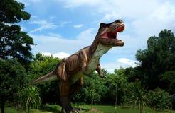 清迈,泰国- 20/08/2017 :在暗藏的村庄公园的恐龙模型在清迈,泰国 库存图片