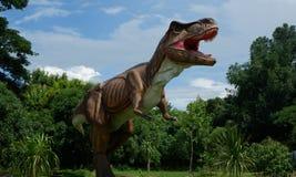 清迈,泰国- 20/08/2017 :在暗藏的村庄公园的恐龙模型在清迈,泰国 免版税库存图片