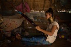 清迈, TAILAND - 2016年4月22日:妇女工作的画象 图库摄影