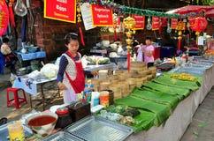 清迈, TH : 出售粤式点心的妇女 免版税库存照片