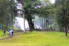 清迈- 12月29 :与waterfa的Wachirathan瀑布 图库摄影