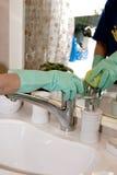 清洁卫生间水槽 图库摄影