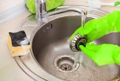 清洁厨房水槽和流失 免版税图库摄影
