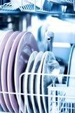 清洗在闪耀的洗碗机的厨具 图库摄影