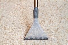 清洁地毯通过洗涤真空吸尘器 库存照片