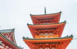 清水寺寺庙在一个阴暗春日,京都,日本 免版税库存图片