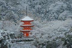清水寺寺庙的红色塔 免版税库存图片