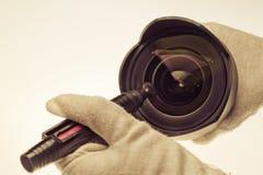 清洁摄象机镜头 库存图片