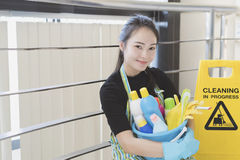 从清洁服务的妇女 库存照片