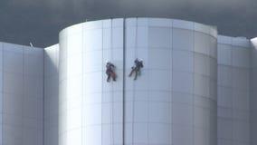 清洗现代大厦的登山人 股票录像