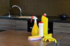 清洗的成套工具在屋子里 免版税库存照片