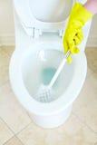 清洗的抽水马桶 图库摄影