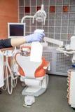 清洗的牙齿办公室 免版税库存照片