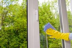 清洗的闭合的塑料乙烯基窗口 免版税库存照片