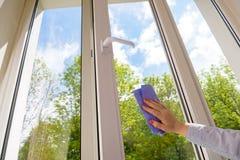 清洗的闭合的塑料乙烯基窗口 免版税库存图片