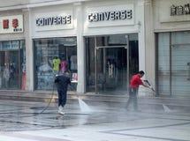 清洗街市街道的擦净剂 免版税图库摄影
