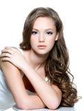 清洗表面青少年女孩的皮肤 免版税库存图片