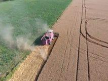 清洁麦子收割机 免版税图库摄影