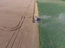 清洁麦子收割机 图库摄影