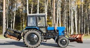 清洁shobel拖拉机都市充满活力 免版税库存照片