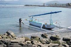 渔三船体游艇在巴厘岛,印度尼西亚 免版税库存图片