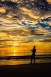 渔剪影 免版税库存图片