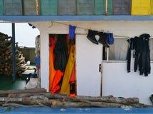 渔场小船用圣栎木头装载了 库存照片